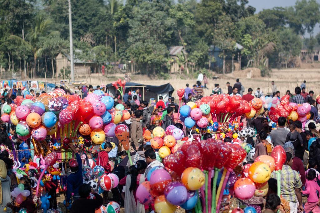 La fête qui suit la messe de Noël est un grand moment de joie pour les enfants des campagnes.